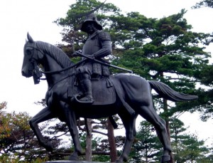 伊達政宗の騎馬像01