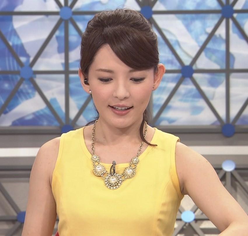黄色のワンピースの深津瑠美