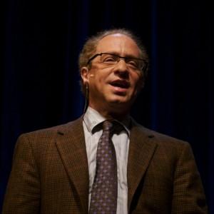 Raymond_Kurzweil,_Stanford_2006_(square_crop)